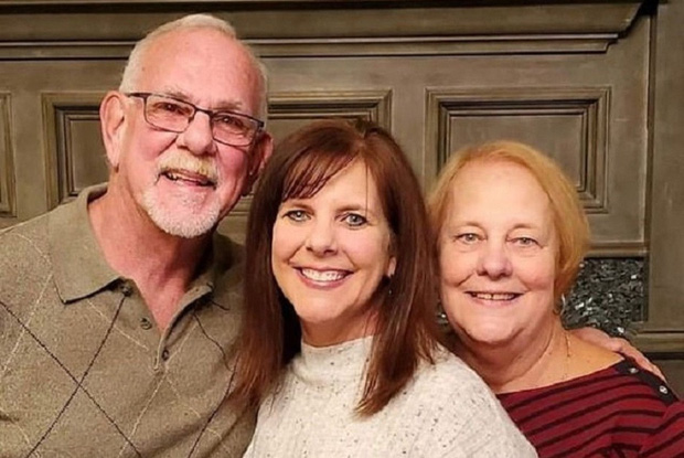 Người phụ nữ tìm lại được bố mẹ đẻ sau 50 năm trời ròng rã, nhưng không ngờ điều diễn ra sau đó còn hạnh phúc và bất ngờ hơn nữa - Ảnh 1.