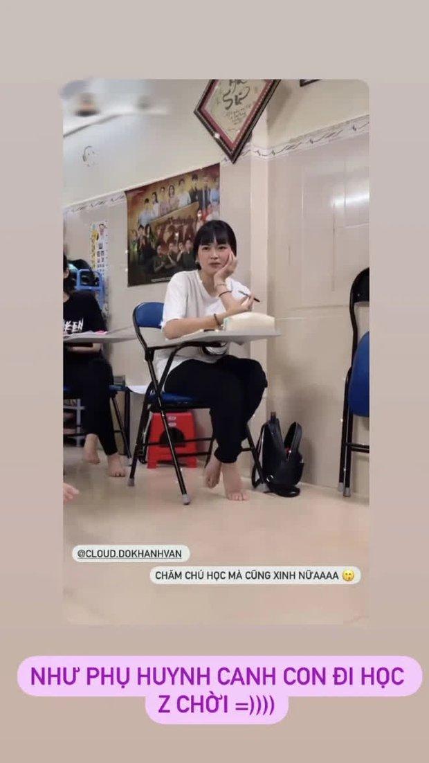 Khánh Vân bị chụp trộm lúc học vẫn quá ư là xinh, nhưng xem đến bộ dạng bết bát lúc sau mà xót hộ - Ảnh 1.