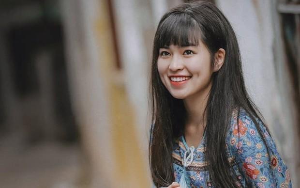 Khánh Vân bị chụp trộm lúc học vẫn quá ư là xinh, nhưng xem đến bộ dạng bết bát lúc sau mà xót hộ - Ảnh 4.