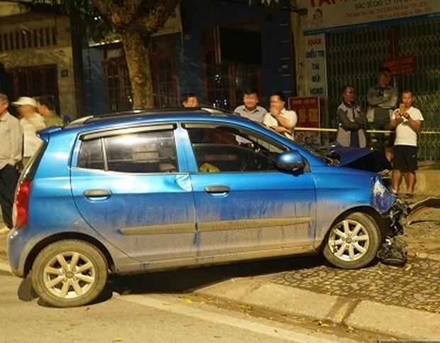 Bắc Kạn: Ô tô điên bất ngờ đâm 1 phụ nữ tử vong, 1 người thoát nạn trong gang tấc - Ảnh 1.