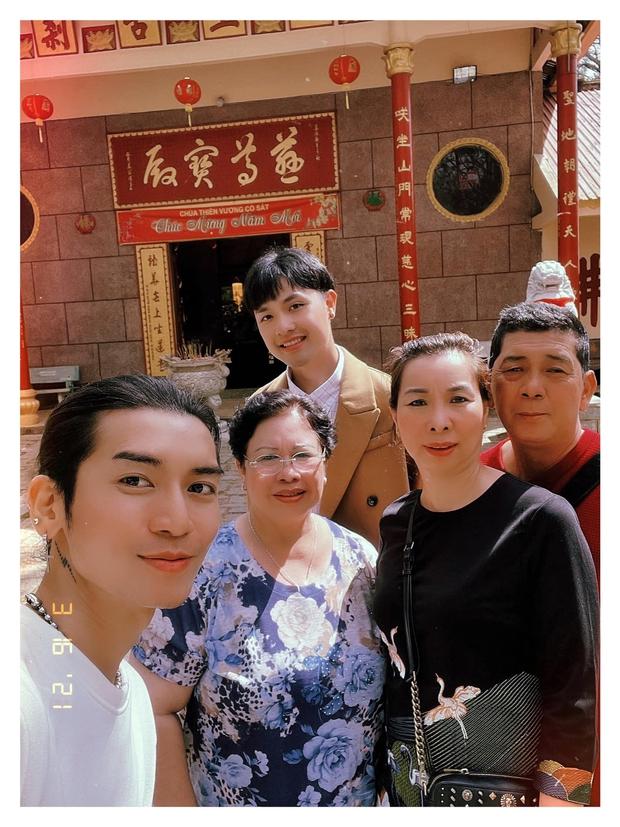 BB Trần dẫn người yêu đồng giới cùng bố mẹ đi du lịch, nói một câu hé lộ luôn về quan hệ 2 bên gia đình - Ảnh 3.