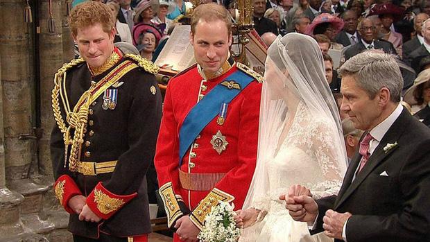 Harry từng khiến chị dâu Kate bật khóc tại lễ cưới với Hoàng tử William, nhìn lại mối quan hệ chị dâu - em chồng ai cũng tiếc nuối - Ảnh 2.