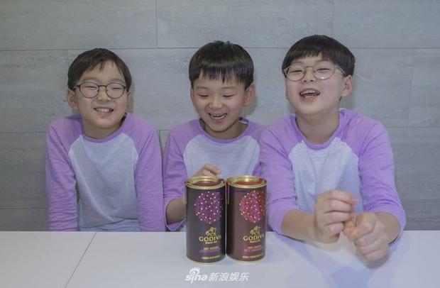 Ảnh sinh nhật 9 tuổi của Daehan - Manse - Minguk gây bất ngờ: Ba hoàng tử bé khoe chân siêu dài, visual khác hẳn ngày trước - Ảnh 10.