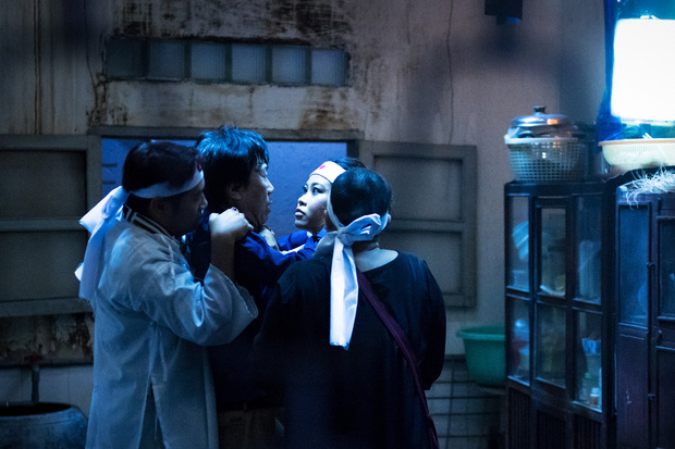 Đạo diễn người Mỹ làm phim về tục ma chay của Việt Nam, nhìn ảnh đầu đã thấy drama hạnh phúc của một tang gia - Ảnh 3.