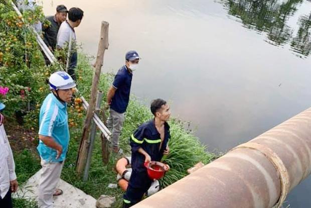 TP.HCM: Cô gái 25 tuổi nhảy cầu, mất tích dưới dòng sông đen ngòm  - Ảnh 2.