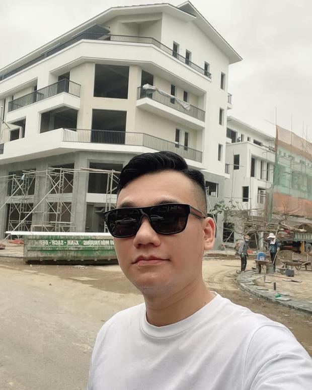 Sau nhà phố ở Hà Nội và TP.HCM, Khắc Việt tiếp tục về Hưng Yên tậu biệt thự - Ảnh 1.