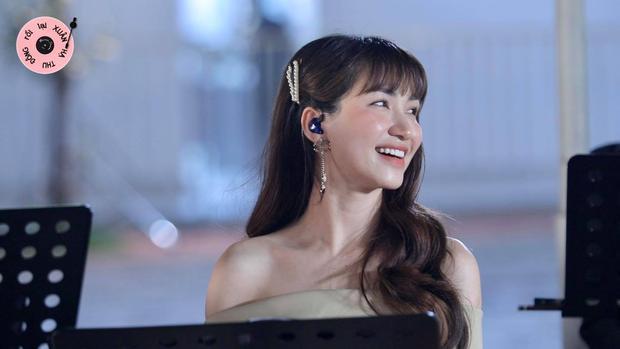 Hòa Minzy tiếp tục khiến khán giả xuýt xoa với visual thăng hạng trong Xuân Hạ Thu Đông Rồi Lại Xuân - Ảnh 2.