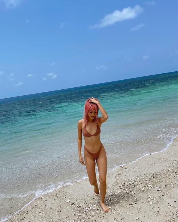 Quỳnh Anh Shyn thay hẳn 2 bộ bước vào đại chiến bikini nhưng pose hơi cồng kềnh và đau lưng thì phải - Ảnh 6.
