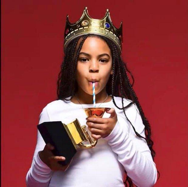 Người cả đời chưa cầm cúp Grammy, có cô bé mới 9 tuổi đã sở hữu Grammy đầu tiên, không biết dùng làm gì nên lấy làm bình sữa? - Ảnh 4.