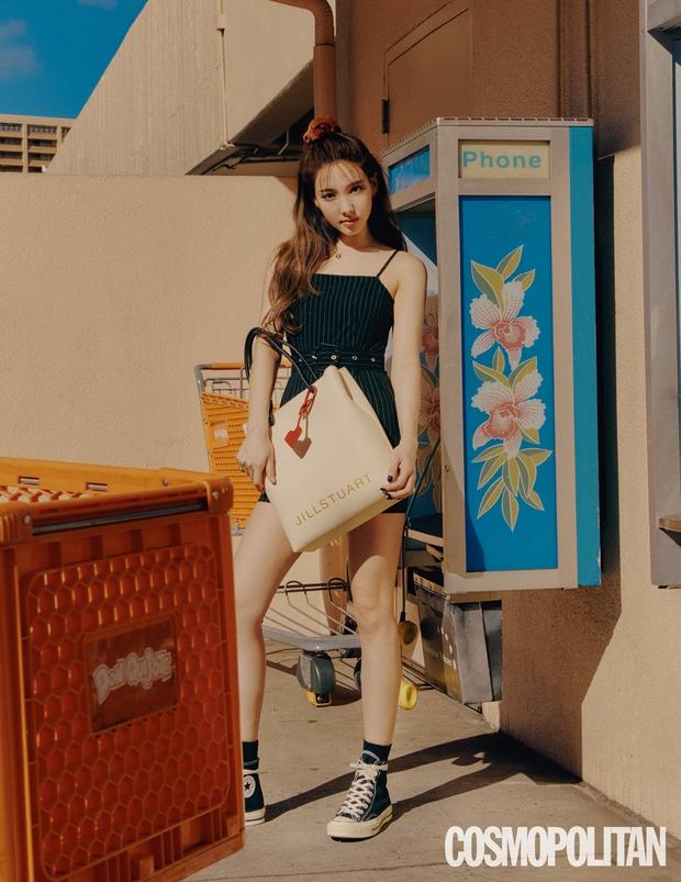 Đến lúc TWICE bỏ được mác mặc đồ hiệu như đồ chợ, tất cả là nhờ bộ ảnh lột xác 180 độ sexy của chị cả Nayeon - Ảnh 11.