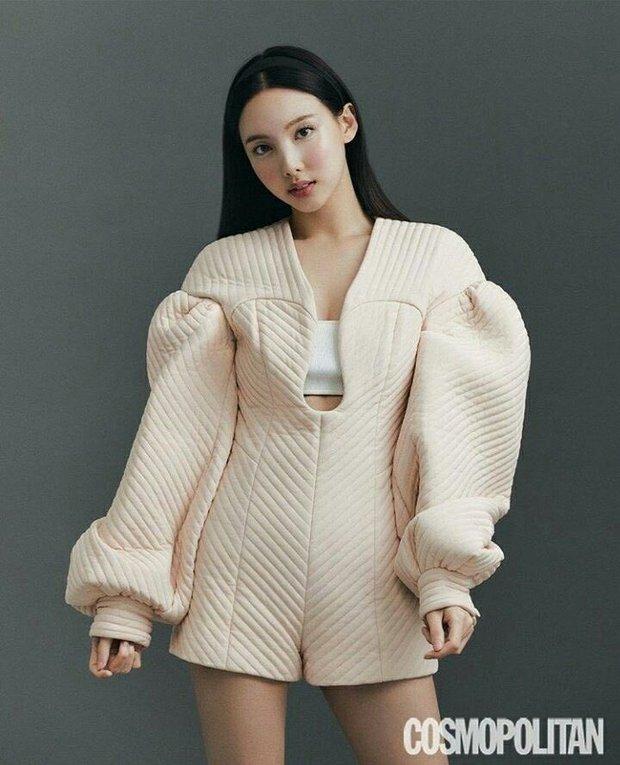 Đến lúc TWICE bỏ được mác mặc đồ hiệu như đồ chợ, tất cả là nhờ bộ ảnh lột xác 180 độ sexy của chị cả Nayeon - Ảnh 8.