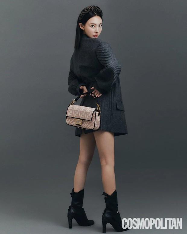 Đến lúc TWICE bỏ được mác mặc đồ hiệu như đồ chợ, tất cả là nhờ bộ ảnh lột xác 180 độ sexy của chị cả Nayeon - Ảnh 6.