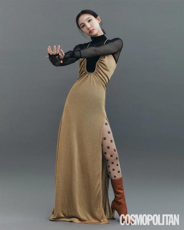 Đến lúc TWICE bỏ được mác mặc đồ hiệu như đồ chợ, tất cả là nhờ bộ ảnh lột xác 180 độ sexy của chị cả Nayeon - Ảnh 4.