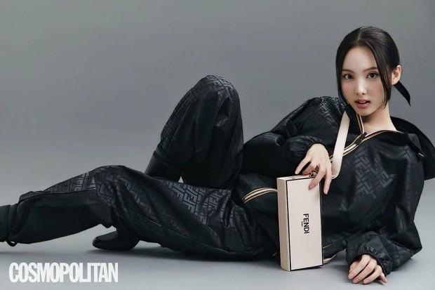 Đến lúc TWICE bỏ được mác mặc đồ hiệu như đồ chợ, tất cả là nhờ bộ ảnh lột xác 180 độ sexy của chị cả Nayeon - Ảnh 5.