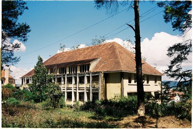 Ngôi trường bí ẩn nhất Đà Lạt: rộng 7 ha, cổ kính như trời Âu, từng khiến thí sinh Cuộc Đua Kỳ Thú sợ chết khiếp - Ảnh 2.