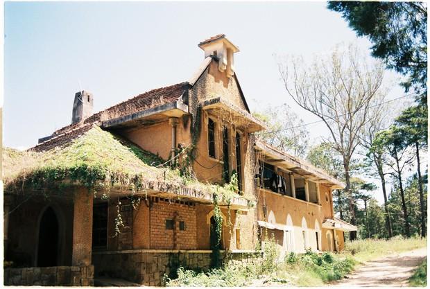 Ngôi trường bí ẩn nhất Đà Lạt: rộng 7 ha, cổ kính như trời Âu, từng khiến thí sinh Cuộc Đua Kỳ Thú sợ chết khiếp - Ảnh 11.