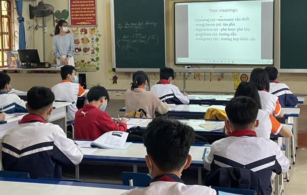 Sáng 18/3, thầy trò Hải Dương đeo khẩu trang trở lại trường sau nghỉ dài phòng dịch - Ảnh 1.