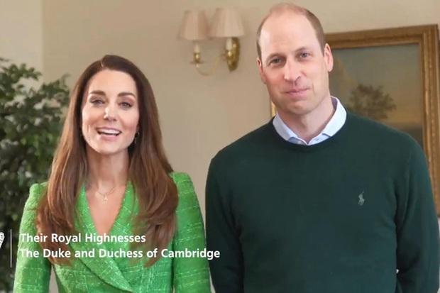 Vợ chồng Công nương Kate xuất hiện rạng rỡ trong video đặc biệt, tình hình hiện tại của Hoàng tế Philip khiến nhà Sussex phải tự vấn - Ảnh 1.