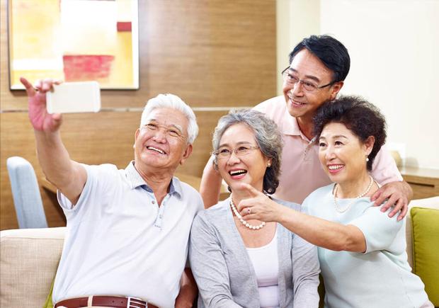 Tuổi thọ của người dân Hong Kong đứng đầu thế giới, vượt qua cả Nhật Bản: Công thức trường thọ gói gọn trong 2 từ đơn giản - Ảnh 1.