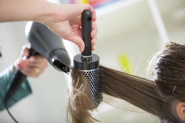 Bạn có biết thời điểm nào gội đầu khoa học nhất để bảo vệ da đầu và mái tóc của mình chưa? - Ảnh 3.