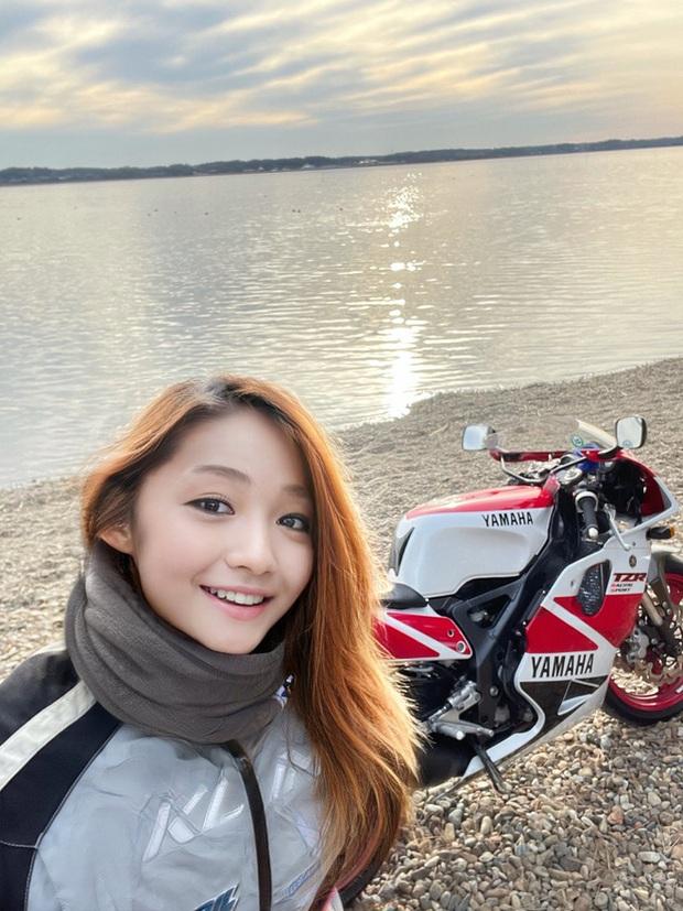 Nhật Bản: Cư dân mạng ngã ngửa với nữ biker xinh đẹp thực chất lại là 1 ông chú 50 tuổi giả gái bằng FaceApp - Ảnh 1.
