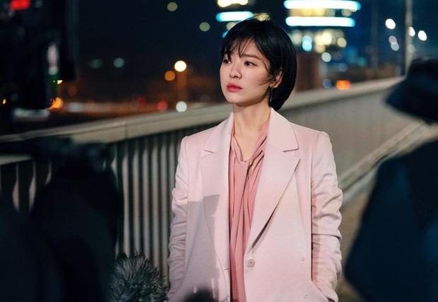 Song Hye Kyo diện blazer không bao giờ fail, sương sương cũng có 13 cách mặc trẻ và sang tuyệt đối - Ảnh 12.