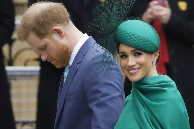 Hậu cuộc phỏng vấn bom tấn: Meghan lợi đủ đường, Harry ngày càng cô độc, vị hoàng tử trúng lời nguyền đã sáng mắt chưa? - Ảnh 2.