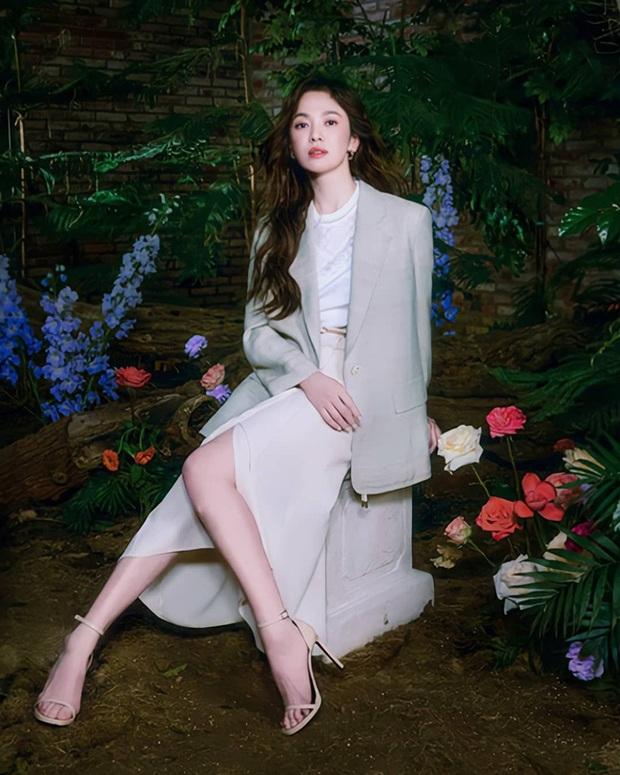 Song Hye Kyo diện blazer không bao giờ fail, sương sương cũng có 13 cách mặc trẻ và sang tuyệt đối - Ảnh 2.