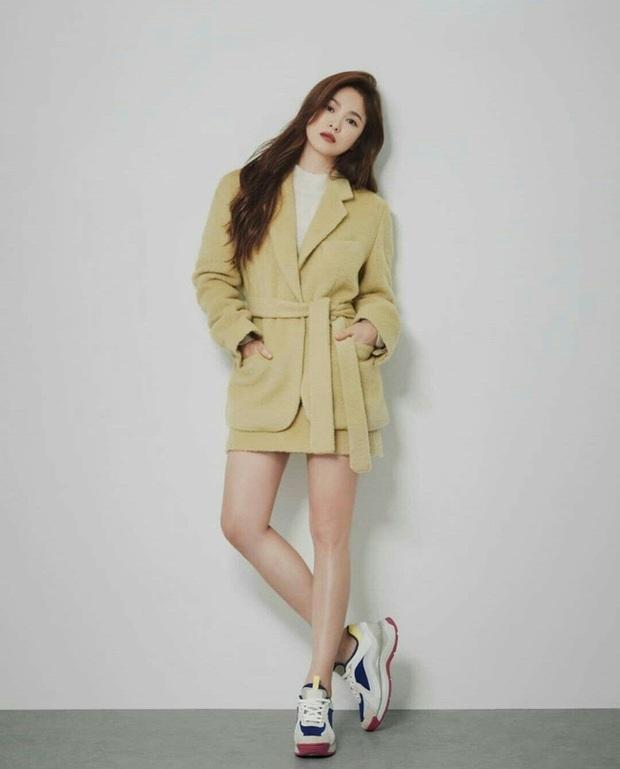 Song Hye Kyo diện blazer không bao giờ fail, sương sương cũng có 13 cách mặc trẻ và sang tuyệt đối - Ảnh 3.