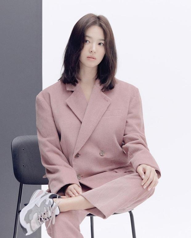 Song Hye Kyo diện blazer không bao giờ fail, sương sương cũng có 13 cách mặc trẻ và sang tuyệt đối - Ảnh 9.