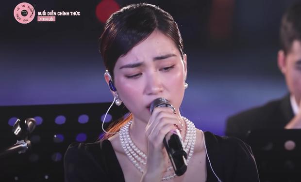 Hòa Minzy tiếp tục khiến khán giả xuýt xoa với visual thăng hạng trong Xuân Hạ Thu Đông Rồi Lại Xuân - Ảnh 6.