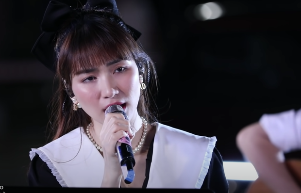 Hòa Minzy tiếp tục khiến khán giả xuýt xoa với visual thăng hạng trong Xuân Hạ Thu Đông Rồi Lại Xuân - Ảnh 8.