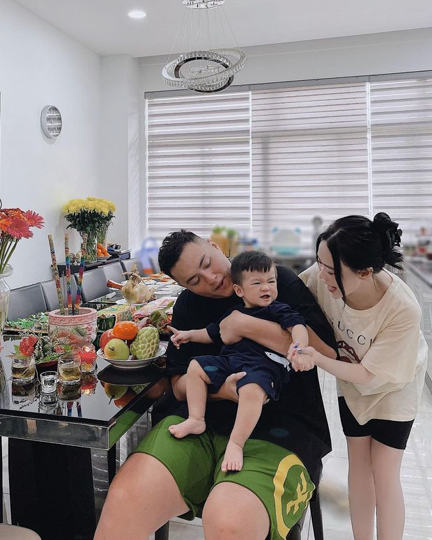 Con dâu ông trùm điện tử Sài Gòn hé lộ cảnh bên trong biệt thự đang sống, đầy ắp những món đồ chỉ giới thượng lưu mới có - Ảnh 6.