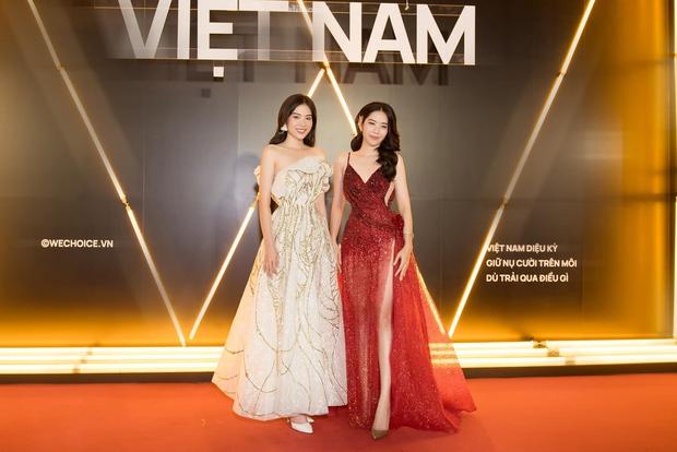Lần đầu tiên có cặp song sinh cùng dự thi Hoa hậu Hoàn Vũ Việt Nam, cô chị đã có động thái khiến em gái thị phi e dè? - Ảnh 7.
