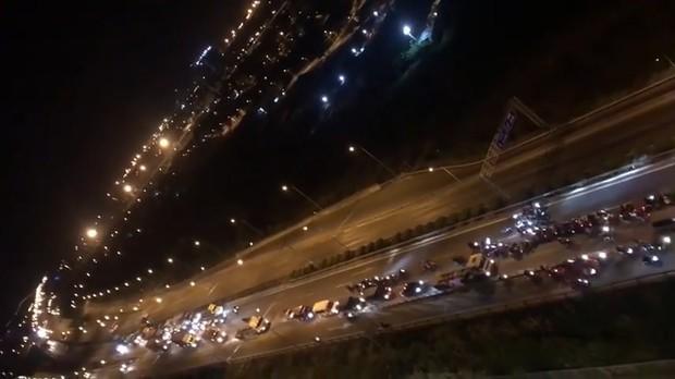 """Khoảng 70 """"quái xế"""" chặn đường, đua xe trên cao tốc TP.HCM - Long Thành - Dầu Giây khiến người dân khiếp sợ - Ảnh 1."""