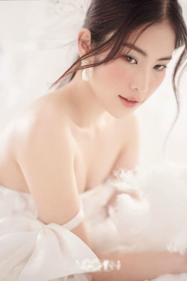 Lần đầu tiên có cặp song sinh cùng dự thi Hoa hậu Hoàn Vũ Việt Nam, cô chị đã có động thái khiến em gái thị phi e dè? - Ảnh 2.