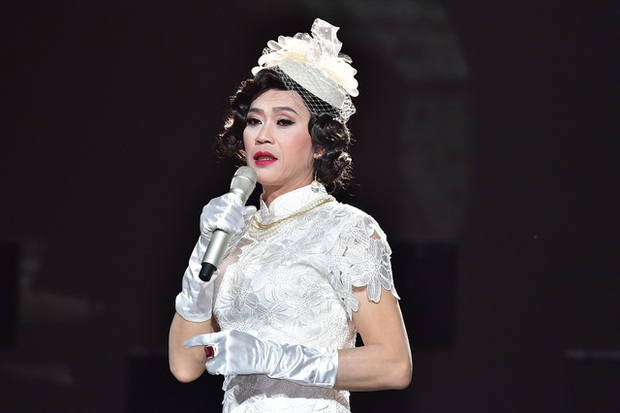 Lâu lắm rồi NS Hoài Linh mới giả gái, thế này bảo sao được gọi là huyền thoại hiếm có của showbiz Việt! - Ảnh 3.