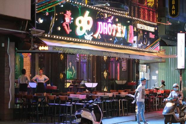 TP.HCM: Karaoke, quán bar, vũ trường được phép hoạt động trở lại - Ảnh 1.