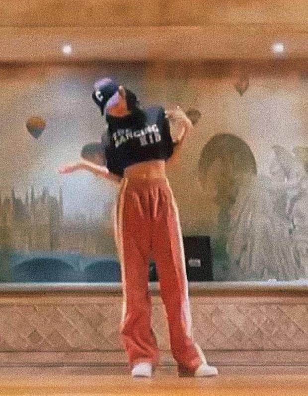 Nửa đêm Lisa tung clip nhảy siêu đỉnh, chất lượng hình ảnh bể tan nát mà visual lẫn kĩ năng vẫn mê chữ ê kéo dài - Ảnh 4.