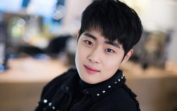 Làm đối thủ Song Joong Ki chưa xong, Ok Taecyeon đã xí luôn vị trí thanh tra hoàng gia ở dự án mới - Ảnh 2.