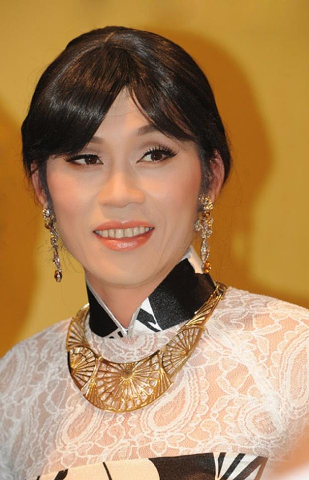Lâu lắm rồi NS Hoài Linh mới giả gái, thế này bảo sao được gọi là huyền thoại hiếm có của showbiz Việt! - Ảnh 4.