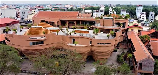Cận cảnh tòa nhà 150 tỷ đồng, hình thù kỳ dị chưa từng có ở thủ phủ gốm Bát Tràng - Ảnh 3.