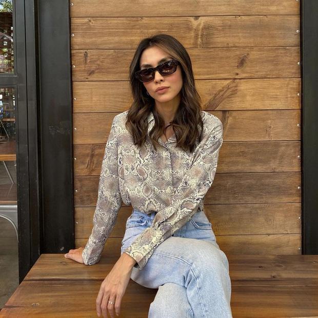 Bắt trend kém như Hà Tăng: Kiểu áo sơ mi này hết mốt từ đời nào nhưng chị đẹp mặc vẫn sang bất chấp - Ảnh 2.