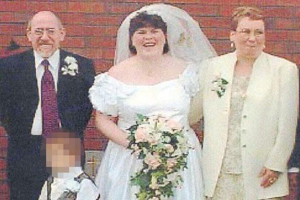 Bị bố dượng, mẹ ruột và anh trai hành hạ đến mang thai, 3 thập kỷ sau, người phụ nữ nhờ khai quật mộ con nhỏ để đòi lại công bằng - Ảnh 3.