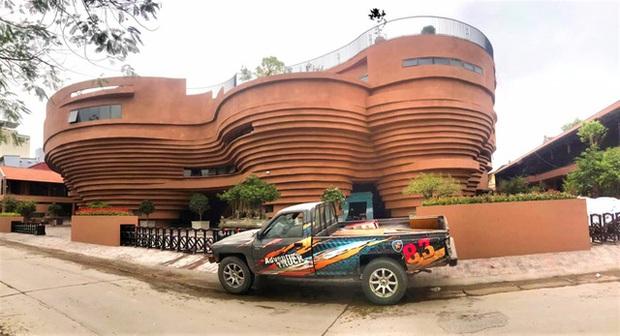 Cận cảnh tòa nhà 150 tỷ đồng, hình thù kỳ dị chưa từng có ở thủ phủ gốm Bát Tràng - Ảnh 5.