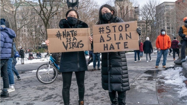 Người Mỹ gốc Á đoàn kết đối đầu phân biệt chủng tộc sau vụ sát hại đau lòng ở Atlanta - Ảnh 2.