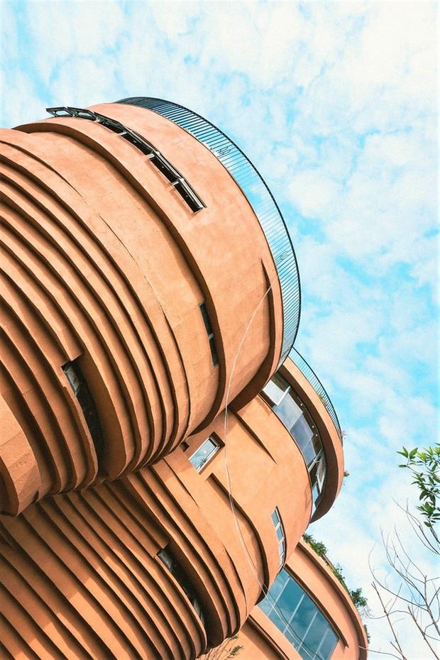 Cận cảnh tòa nhà 150 tỷ đồng, hình thù kỳ dị chưa từng có ở thủ phủ gốm Bát Tràng - Ảnh 10.