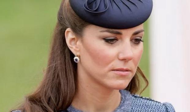 Bị Meghan Markle chỉ đích danh, Công nương Kate chấp nhận phá vỡ luật hoàng gia để đáp trả, quyết không để em dâu bóp méo sự thật - Ảnh 1.