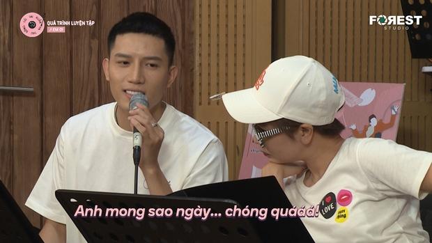 Hòa Minzy khớp, tụt mood sau khi tập hát cùng Uyên Linh - Ảnh 2.