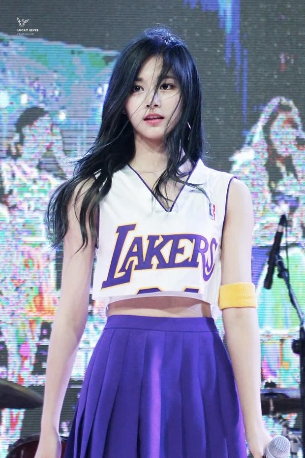 Tranh cãi khi so kè nhan sắc Tzuyu - Jang Won Young năm 17 tuổi: Center chân dài át cả Lisa có đỉnh hơn mỹ nhân đẹp nhất thế giới? - Ảnh 3.